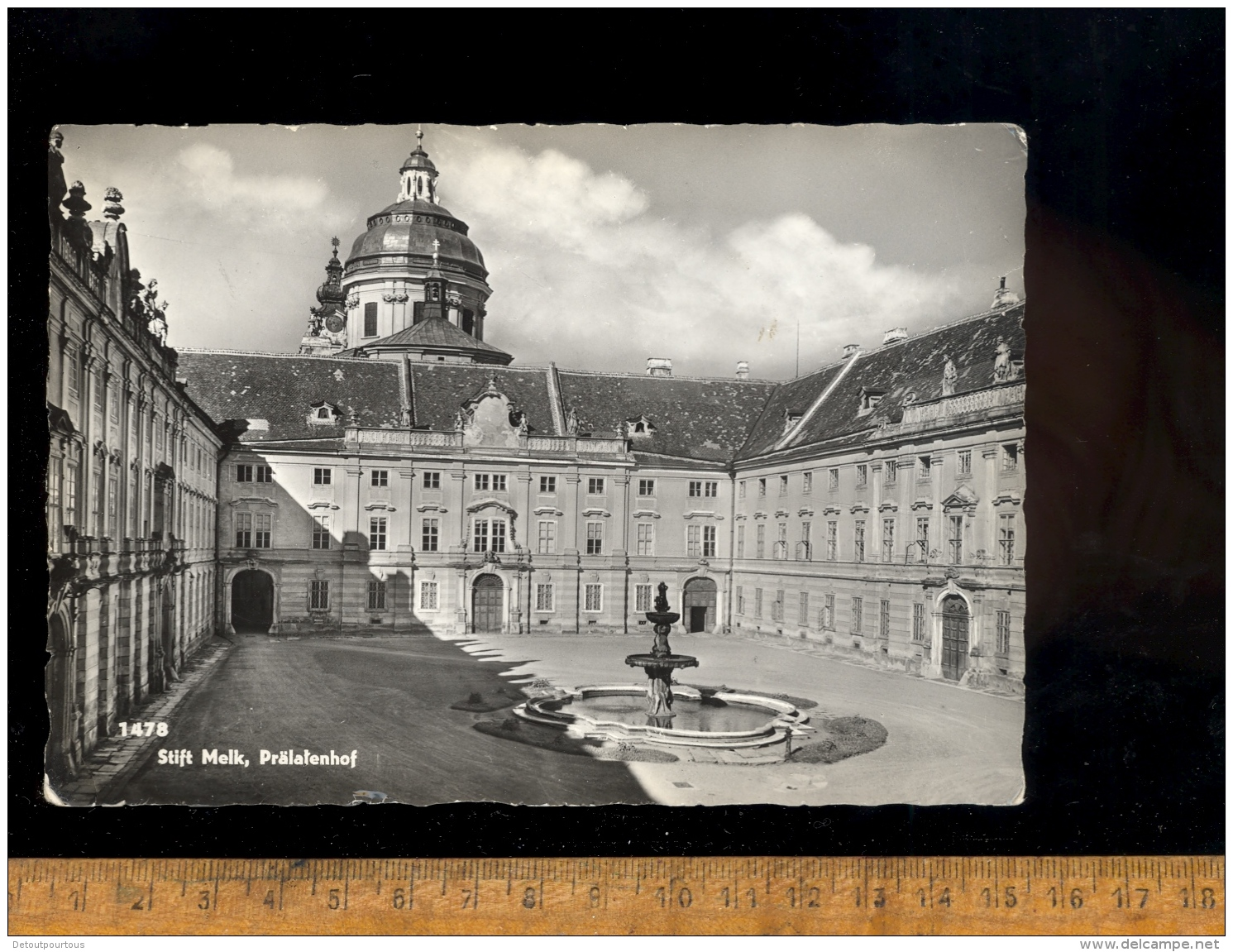 MELK An Der DONAU : Stift Melk : Prälatenhof + Global Ansicht - Melk