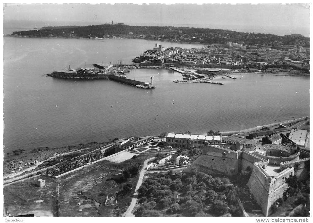 06 - Antibes - Le Port Et La Vieille Ville - Au Premier Plan, Le Fort Plan Carré - Antibes - Vieille Ville
