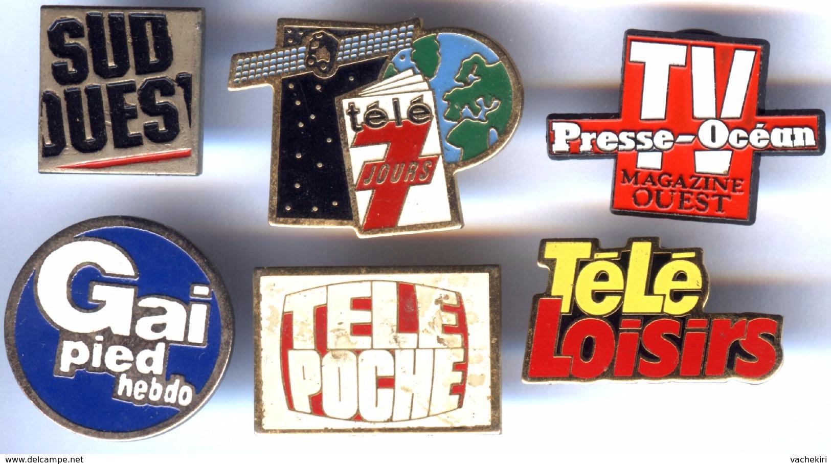 Lot De 6 Pin´s Média Presse Mag TV : Télé Loisirs - Télé 7 Jours - Télé Poche - TV Presse Océan - Sud Ouest - Gai Pie - Medios De Comunicación