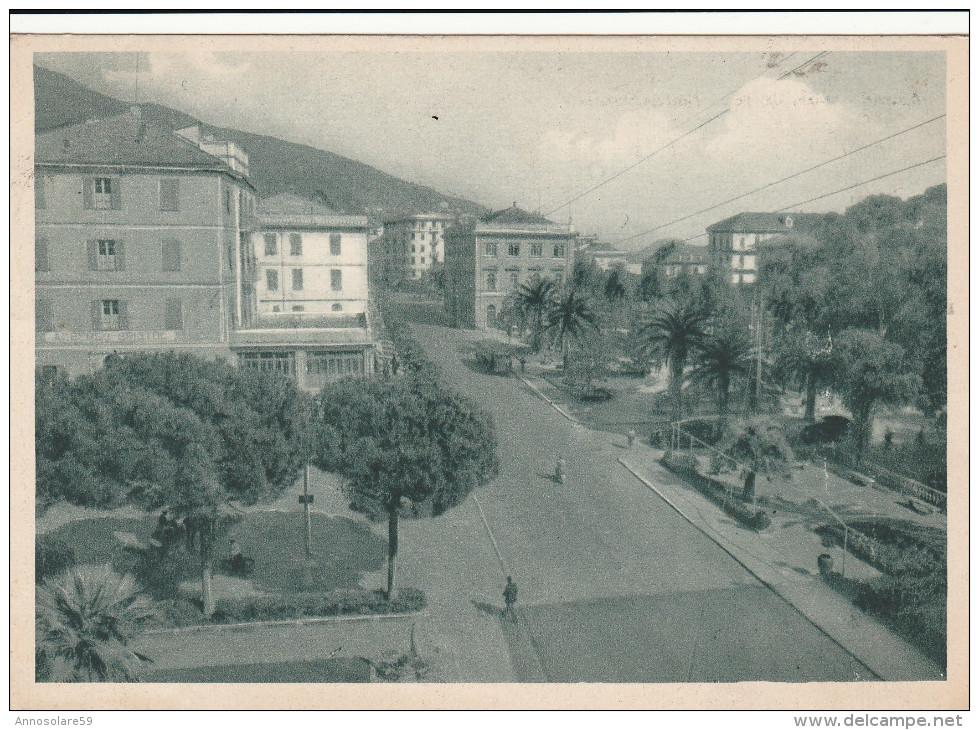 CARTOLINA: (SV) ALASSIO - PIAZZALE STAZIONE (MOVIMENTATA) - F/G - B/N - VIAGGIATA - LEGGI - Italia