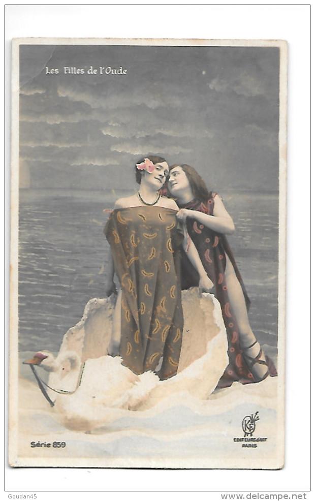 Les Filles De L´Onde   Série 859    Léger Pli Haut Gauche - Women