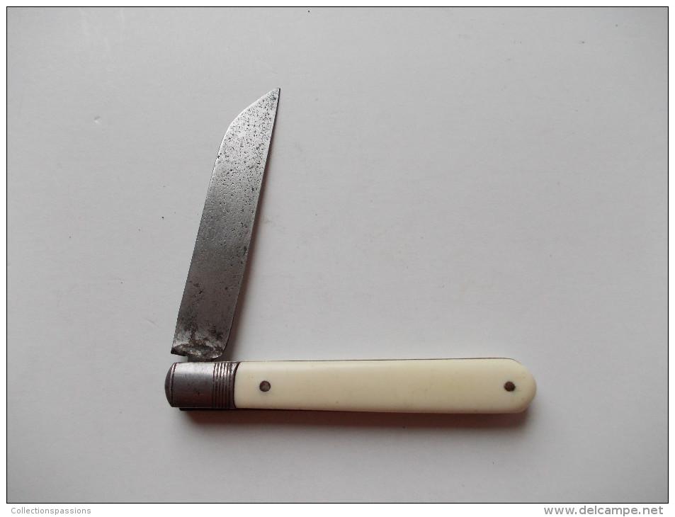 - Couteau. Canif - Ancien Couteau - - Couteaux