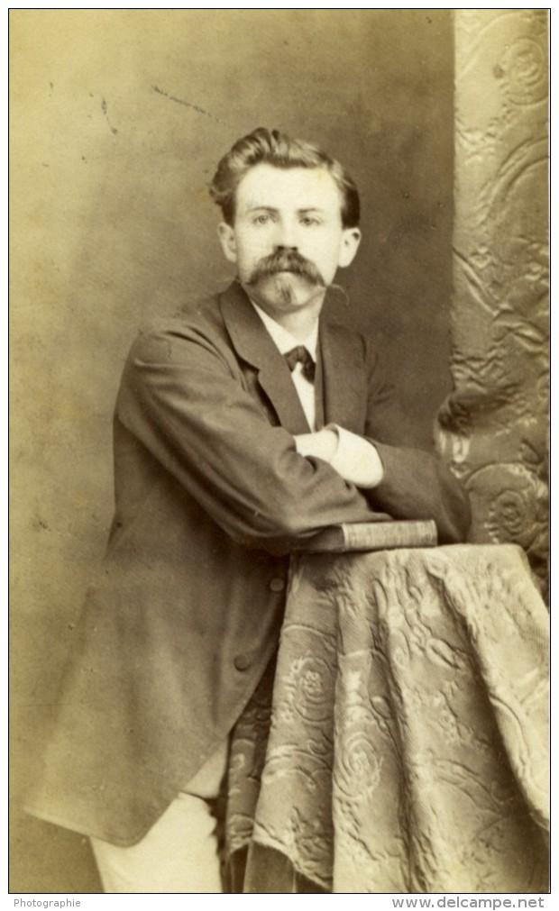 France Strasbourg Homme Posant Avec Un Livre Ancienne CDV Photo Ch. Winter 1870 - Photographs