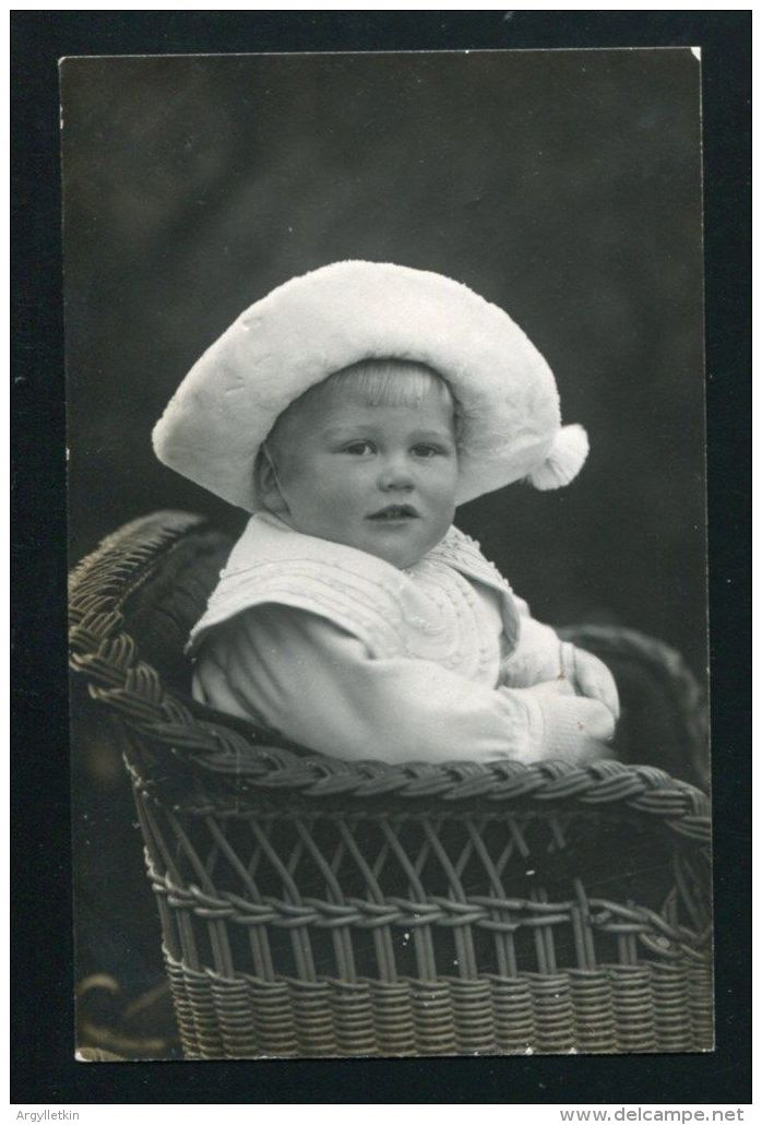 IMPERIAL PRUSSIAN GERMAN BABY IN BONNET PHOTO POSTCARD SIGNED TOPPSY 1911 - Other Collections