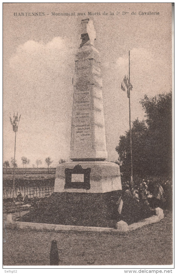 CPA226B CPA 02 - HARTENNES  MONUMENT AUX MORTS DE LA 5ème DIVISION DE CAVALERIE  NV - France