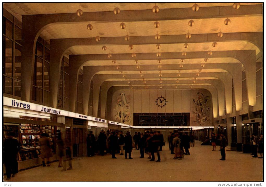 38 - GRENOBLE - Gare SNCF - Intérieur Gare - Grenoble
