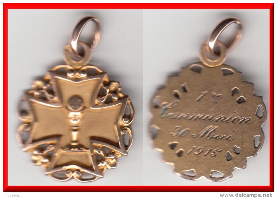 **** MEDAILLE PENDENTIF - CROIX AVEC CIBOIRE ET HOSTIE - 1ère COMMUNION 1915 - PLAQUE OR **** EN ACHAT IMMEDIAT !!! - Pendentifs