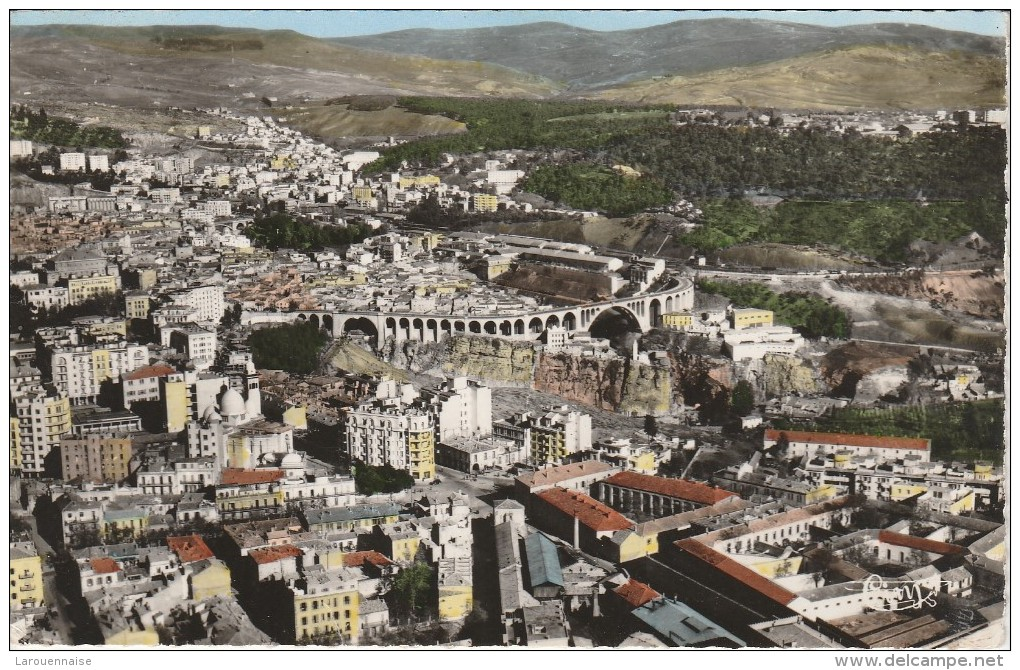 CONSTANTINE - Vue Aérienne De La Ville, Pont Sidi Rached Et Quartier Bellevue - Dans Le Fond, Faubourg Lamy - Constantine