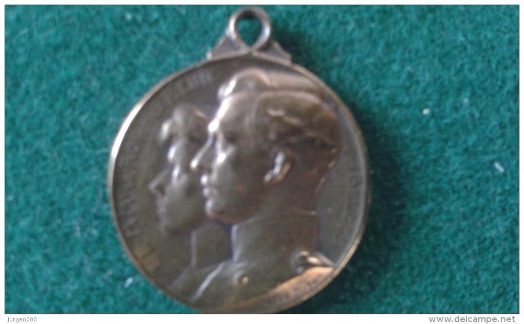 1914, Steun Aan De Weezen Van Den Oorlog, Secours Aux Orphelins De La Guerre, 4 Gram (med354) - Pièces écrasées (Elongated Coins)
