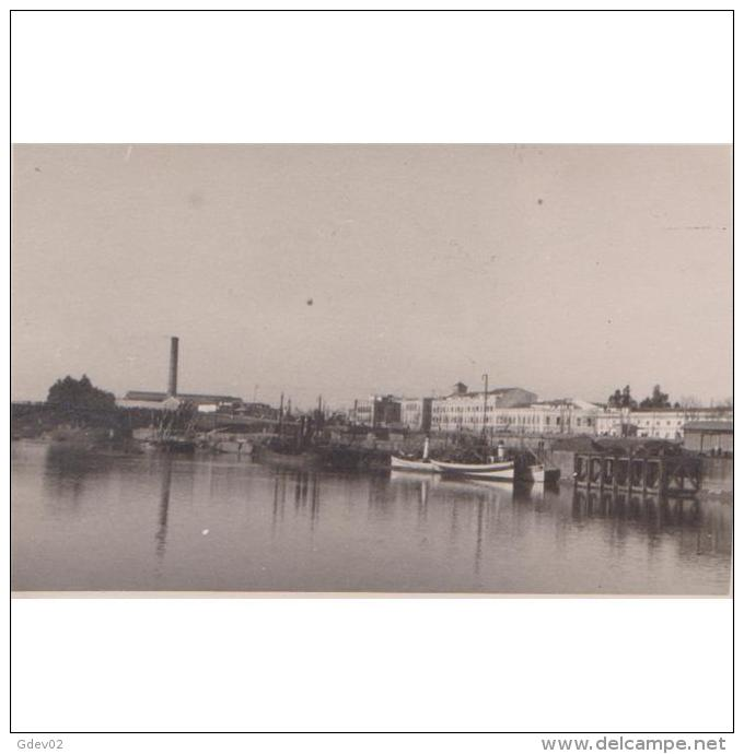 SVLLTPA1883-LFTD12785.Tarjeta Postal DE SEVILLA.barca,chimenea,casas Y RIO GUADALQUIVIR,1928 - Sevilla