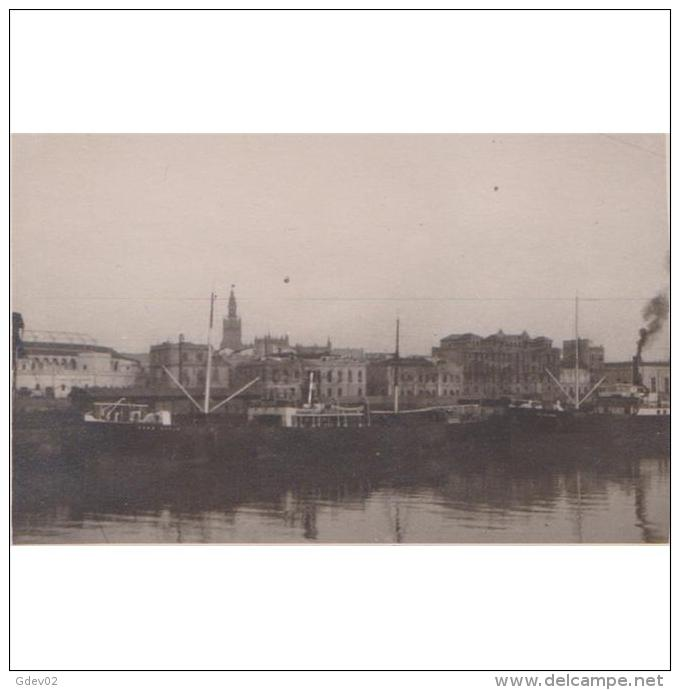 SVLLTPA1889-LFTD12821.Tarjeta Postal DE SEVILLA.Fbrica,barcos,puerto RIO GUADALQUIVIR EN SEVILLA - Sevilla
