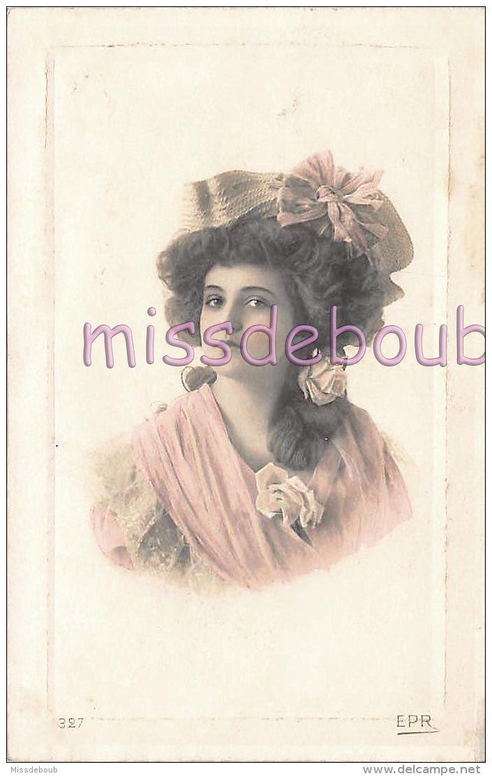 PORTRAIT FEMME - Cheveux Longs Crantés Chapeau Noeud  - Woman Notched Hair Hat Knot -CPA- 2 Scans - Femmes