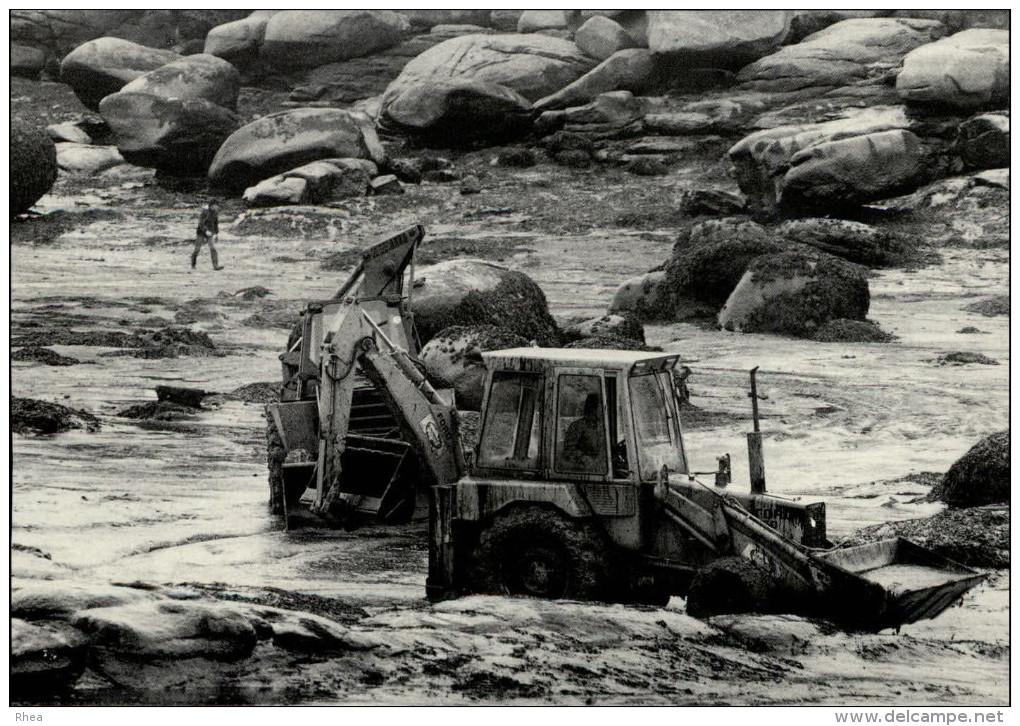 22 - SAINT-GUIRIEC - Marée Noire Du Tanio - 1980 - Pollution - Tracteur - France