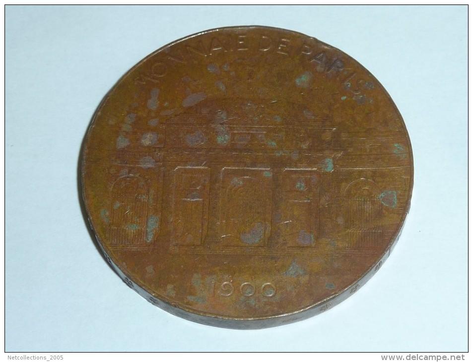 MEDAILLE DE PARIS 1900 - SOUVENIR DE L'EXPOSITION, AERE.ARGENTO.AURO.FLANDO.FERIUNDO - FORGERON - GRAVEUR: A.PATEY. - Monnaie De Paris