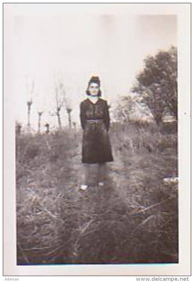 Photo        25        Caen.Cousine Denise 1945 ( 6X9 ) - Lieux