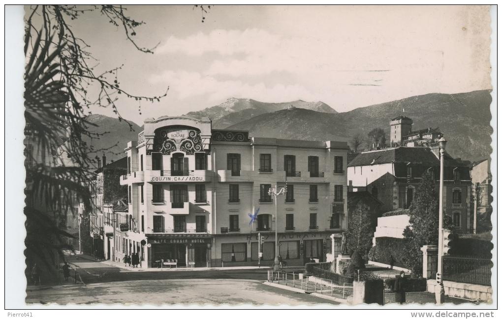 """LOURDES - Monument De Bernadette Et Hôtel Du Square """"Cousin Cassadou """" (1954) - Lourdes"""