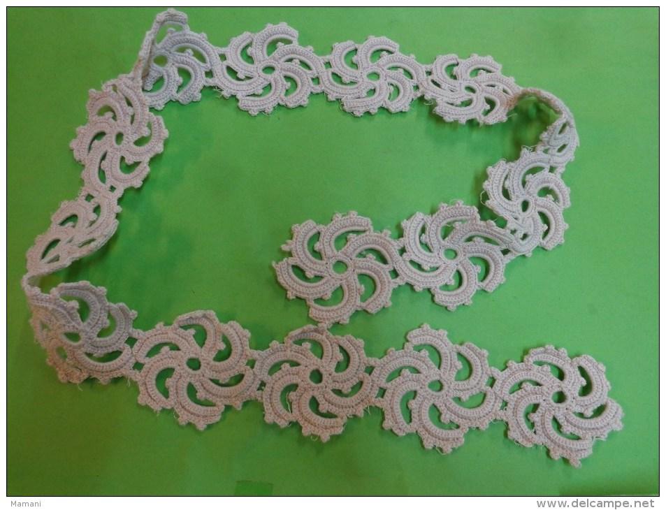 Travail Ancien Au Crochet  (rosace Diametre 6cm Pour Decor De Tricot Ou Autre - Laces & Cloth