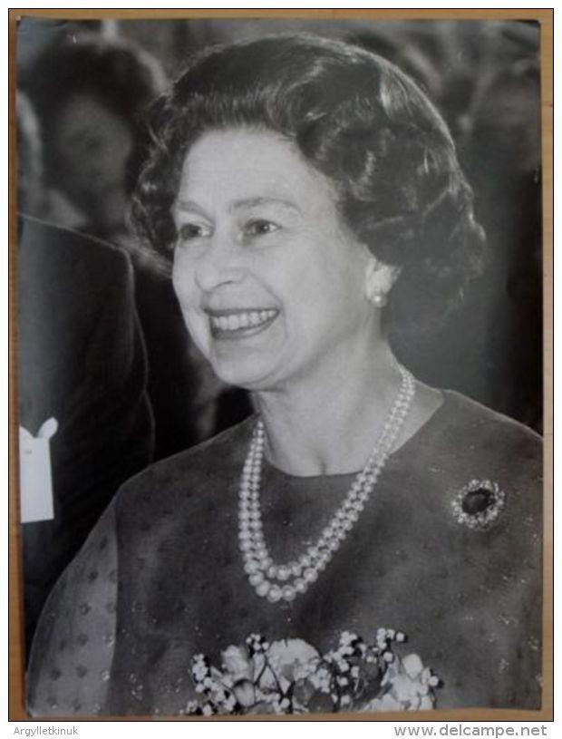 FINE LARGE ORIGINAL PRESS PHOTO QUEEN ELIZABETH II ROYAL FESTIVAL HALL 1980 - Unclassified