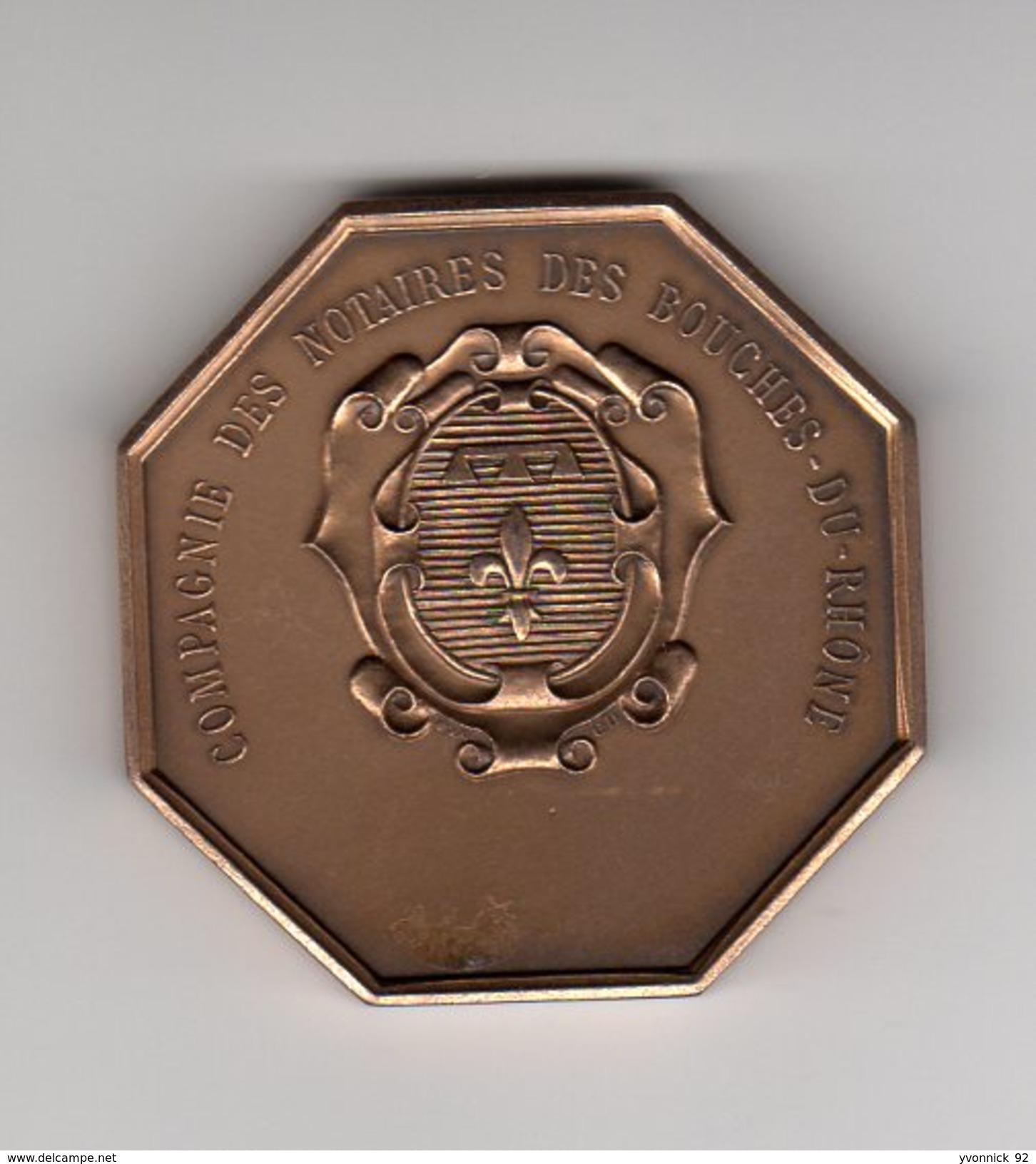 Bronze _  Notaires Des Bouches- Du- Rhônes   (scan Agrandit) - Monnaies & Billets