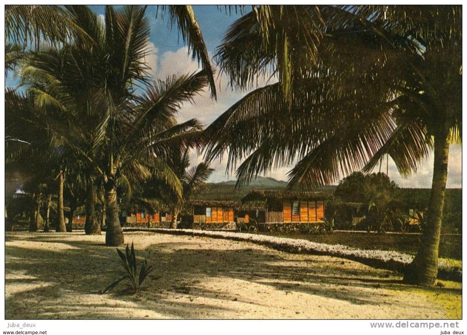 Grande Comore . Complexe Hôtelier De Maloudja : Les Bungalows . - Comores