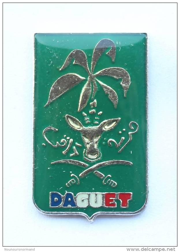Pin's DAGUET - Blason De L'opération Militaire - Palmier, Tête De Daguet Et Sabres - F1014 - Armee