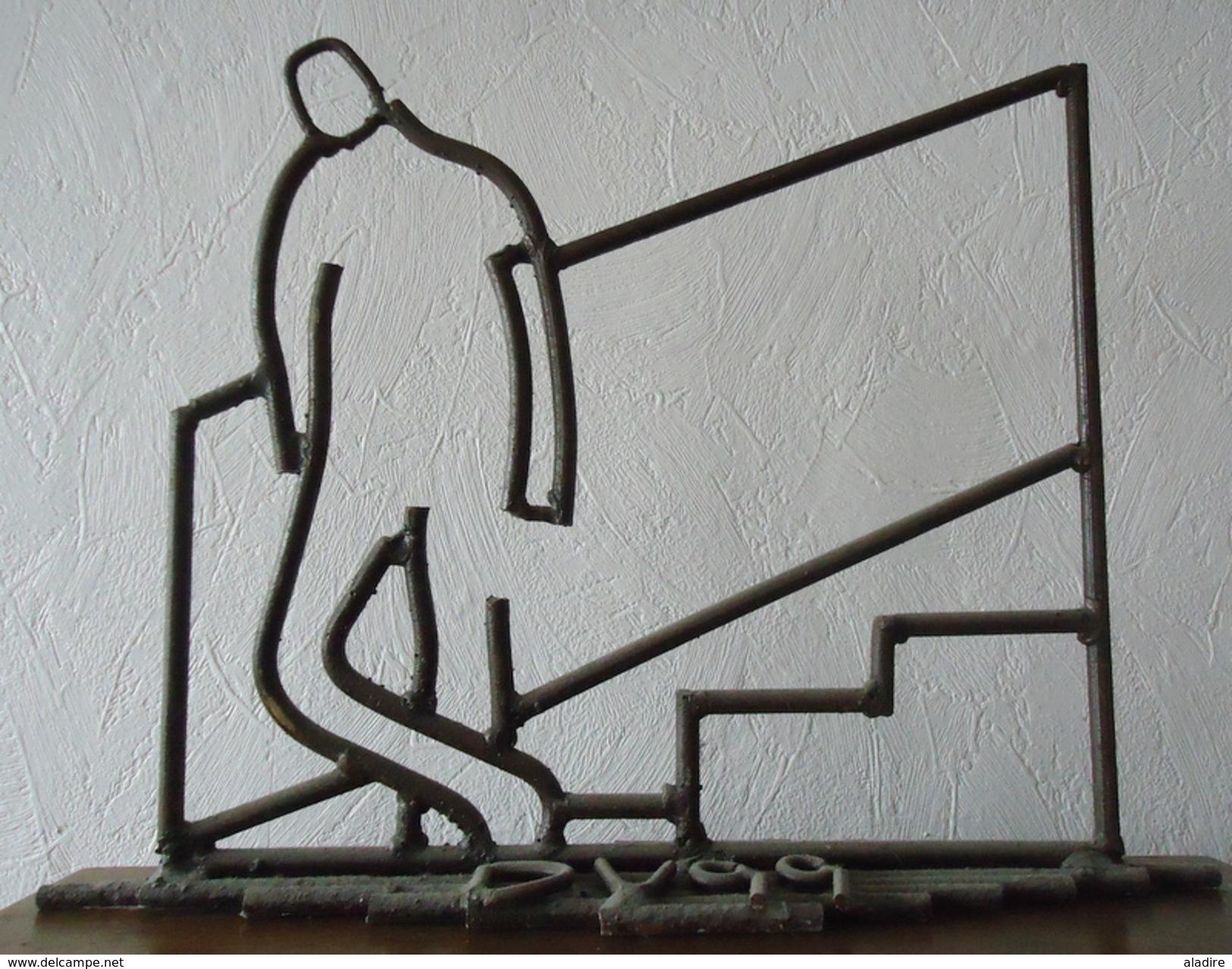 Vignal - Attente - Dessin De Fer - Sculpture - Oeuvre Unique 37 X 49 Cm - Sculptures