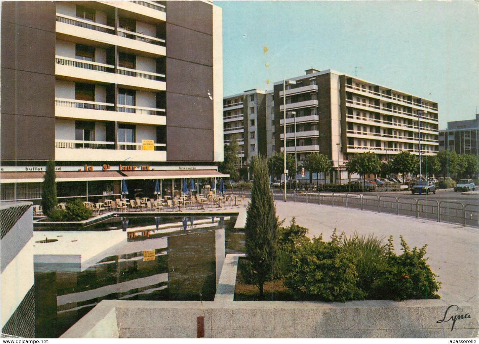 CPM -78-Poissy - L'avenue Du Cep ( Brasserie Le St Laurent ) - Poissy