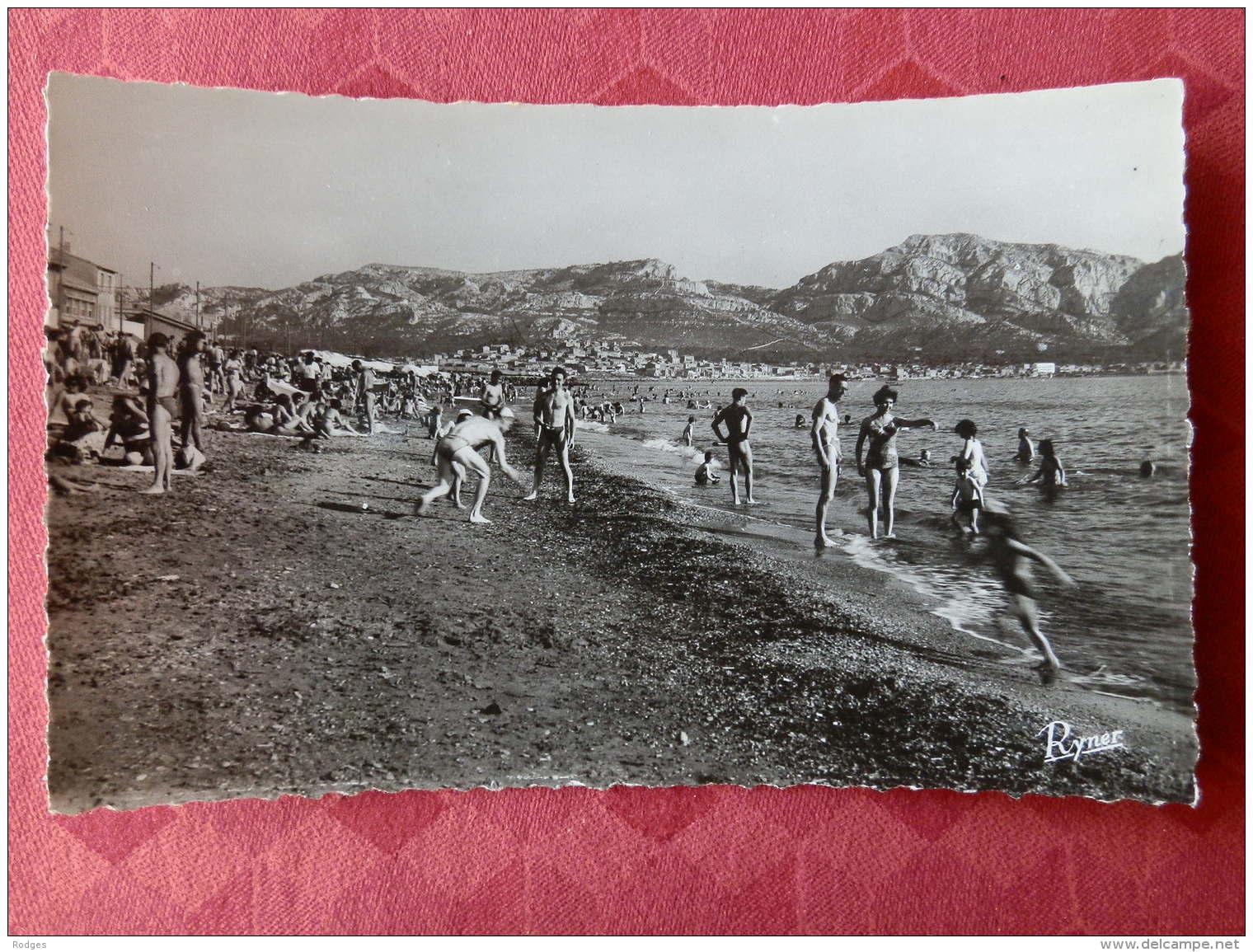 Dep 13 , Cpsm  MARSEILLE , 1125 , La Plage (04.1651) - Endoume, Roucas, Corniche, Strände