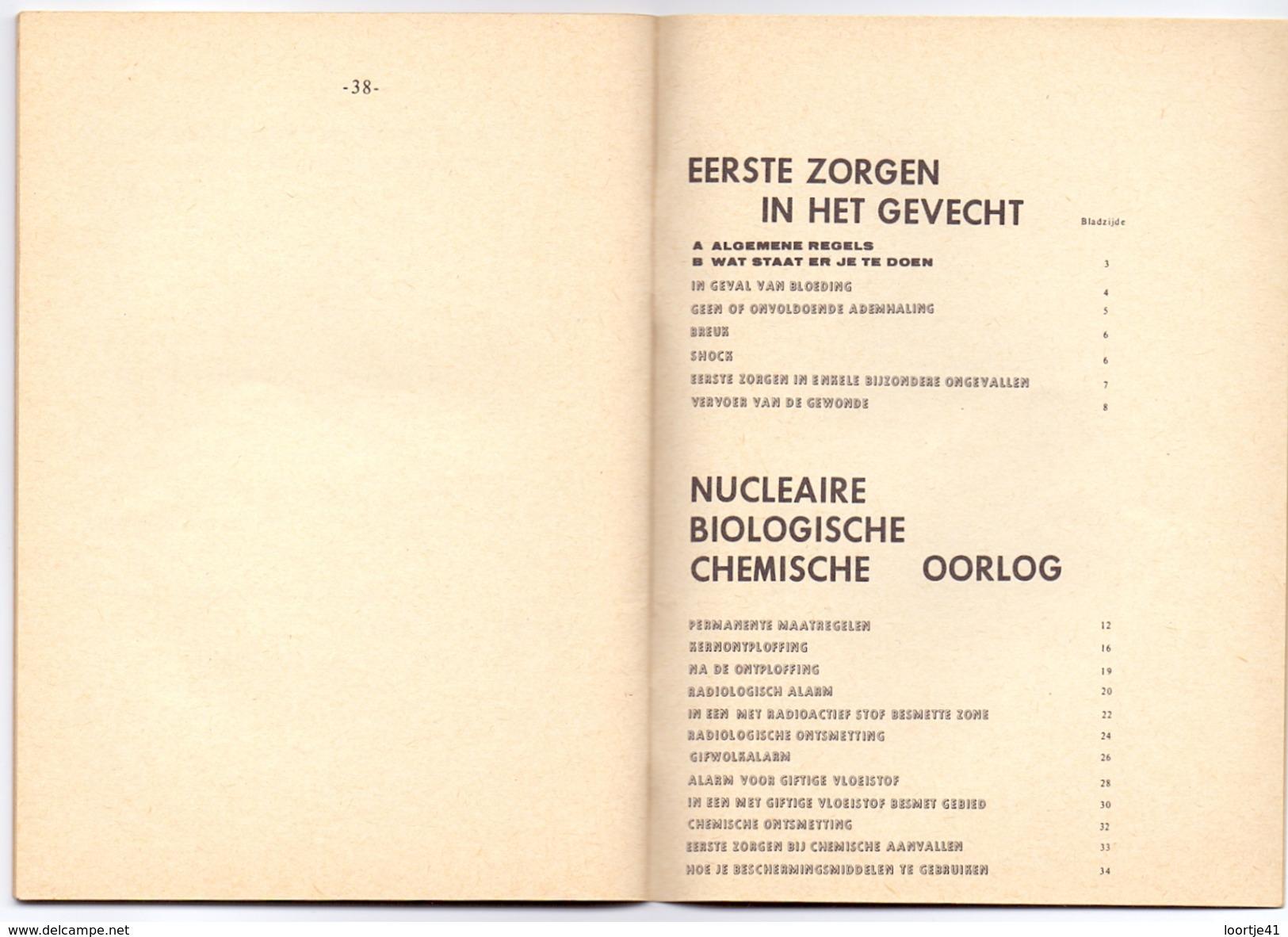 Belgische Krijgsmacht 1971 - Boekje Overleven In Een Gevecht En Bij Nucleaire Biologische Chemische Oorlog 38 Pag. - Books, Magazines  & Catalogs