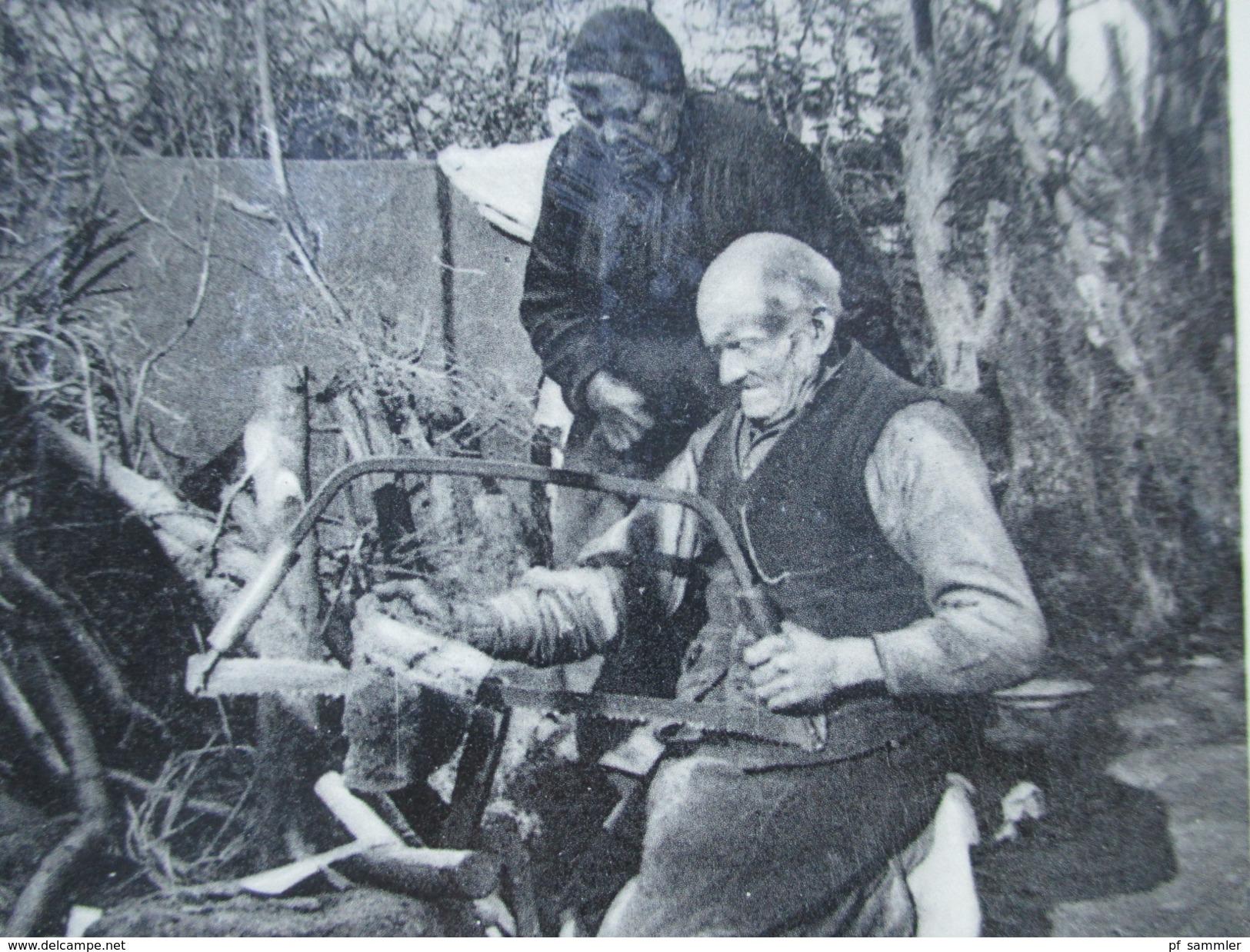AK 1933 Niederlande Aan Den Heiderand. Alte Menschen Machen Feuerholz. Bügelsäge - Europe