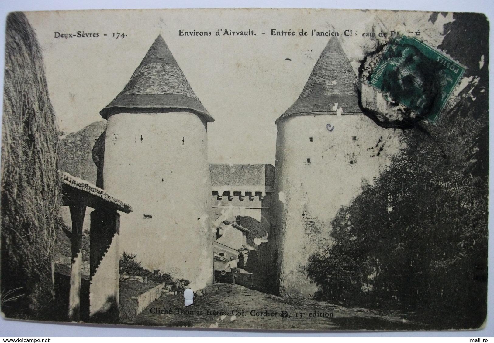 79 - Environs D´Airvault - Entrée Du Château De Pioge - Animée - Airvault