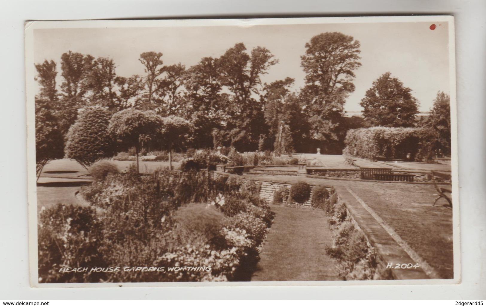 CPSM WORTHING (Angleterre-Sussex) - Beach House Gardens - Worthing