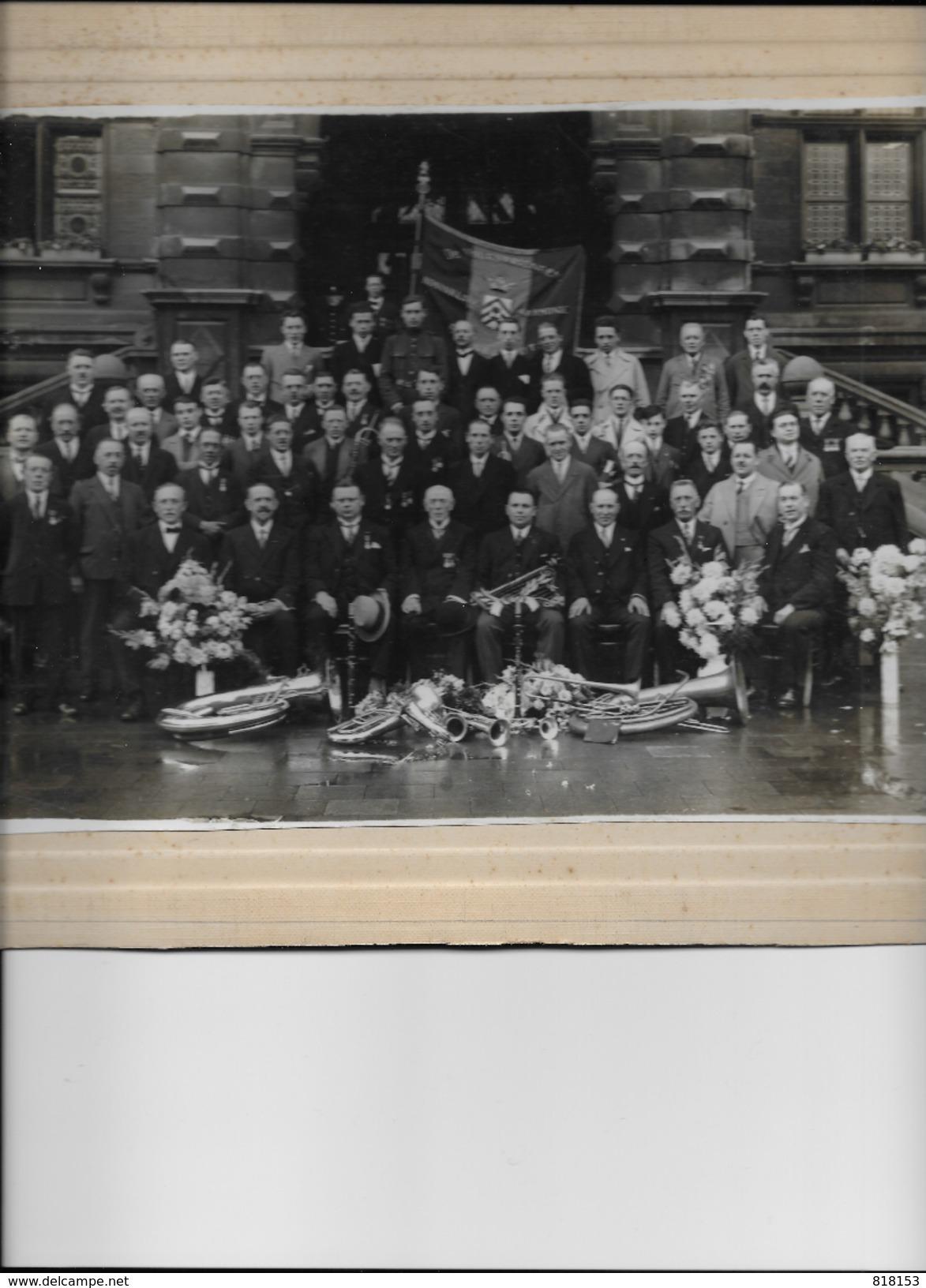 """Borgerhout,Distrikthuis Met Harmonie """"De Volksvrienden"""" Fotokaart Op Dik Karton (28,5x21,5cm) Jaren 1920-30? - Antwerpen"""