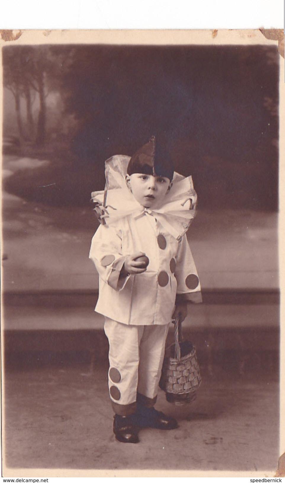 26007 Carte Photo Enfant  Pierrot Clown - Garcon Children - Belgique Vers 1910 - Carnaval - Portraits