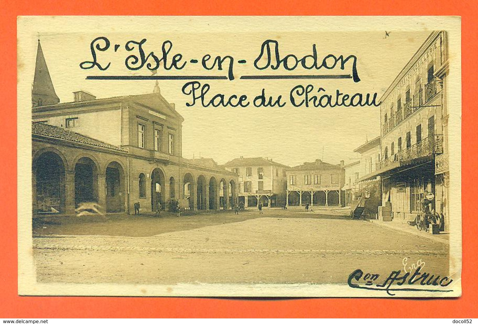 "CPA L'isle En Dodon "" Place Du Chateau "" LJCP 31 - France"