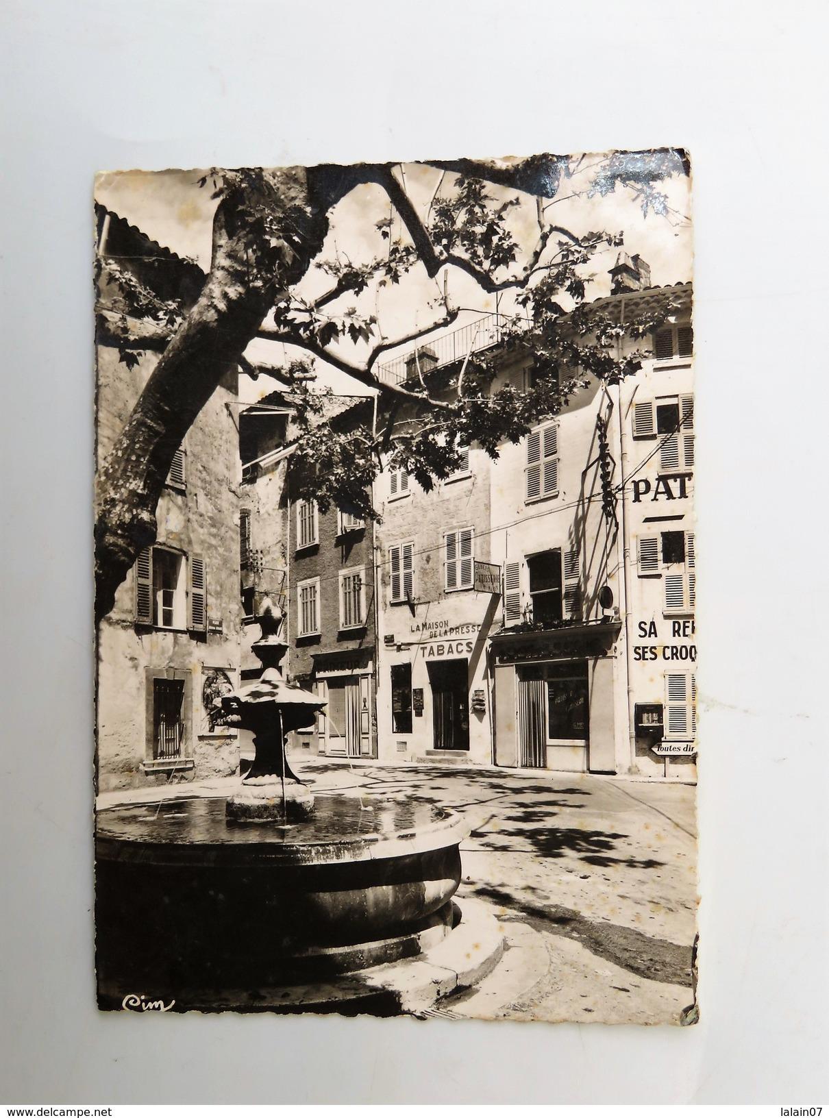 C.P.A. 83 AUPS : Place Général Girard, La Maison De La Prese, Tabacs, En 1962 - Aups