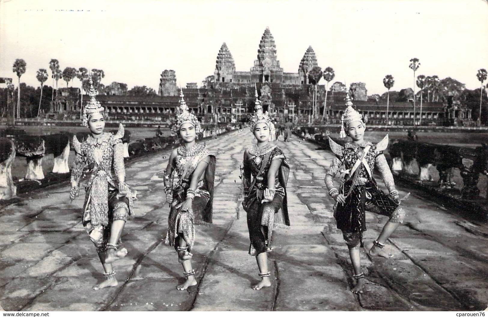 Carte Postale Ancienne Semi Moderne Danse Classique Kmère Angkor Vat Cambodge - Cambogia
