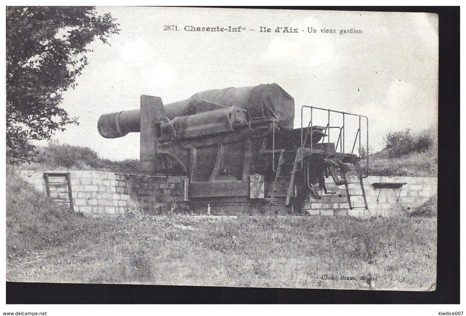 Ile D AIX  Une Vieux Gardien Canon - Francia