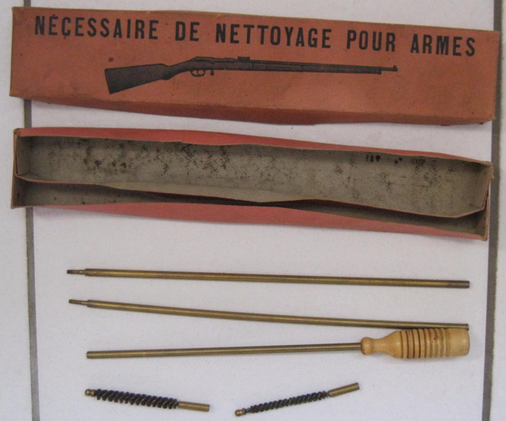 Lot De Baionnettes, Machette, Sangle, Ustensiles De Nettoyage Armes - Armes Blanches