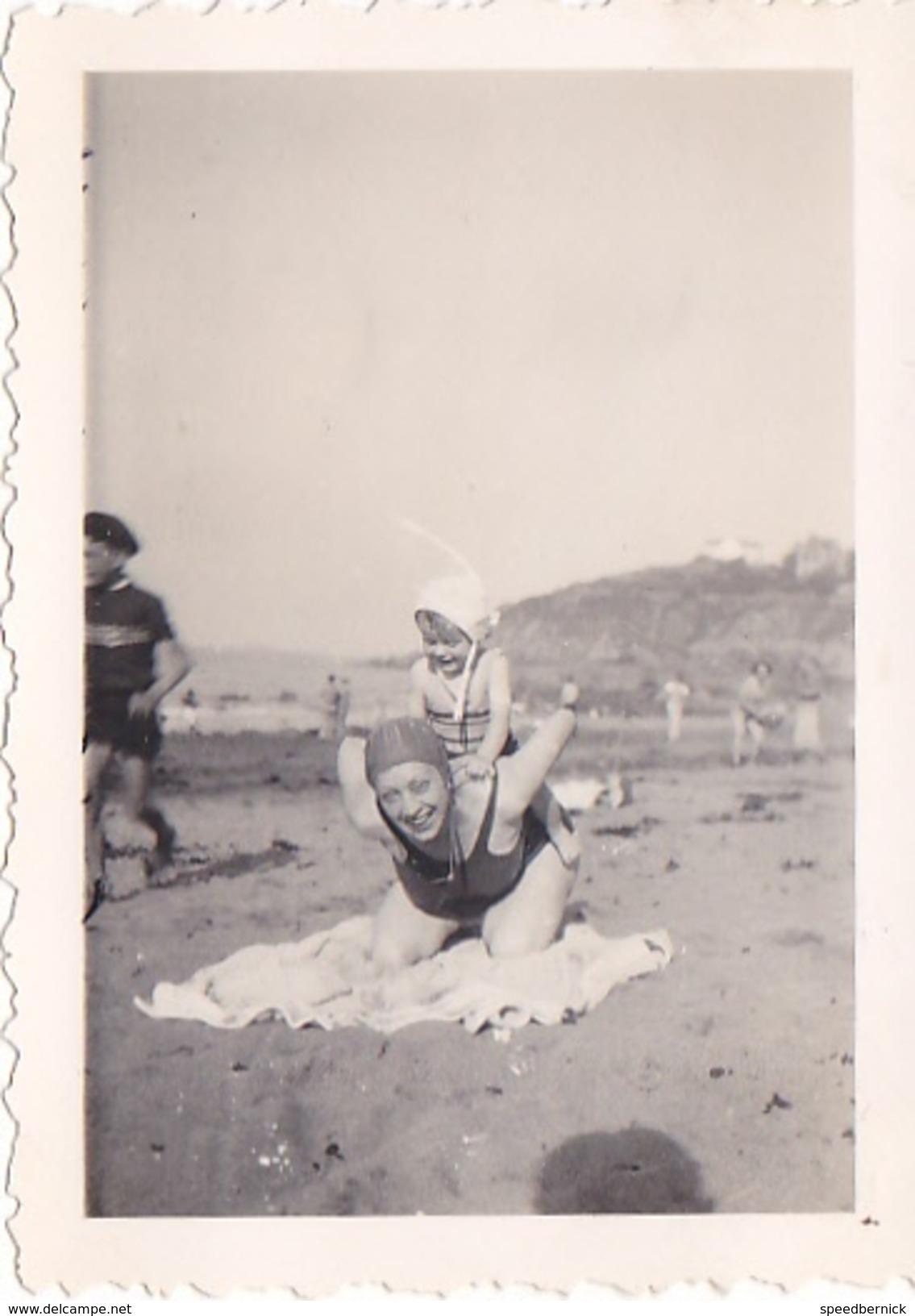 26115 Quatre Photo Erquy (22 France ) (sans Doute?) -la Plage 1937 -Rennes 35 Enfant  Villa Famille -plongeon Chien - Lieux