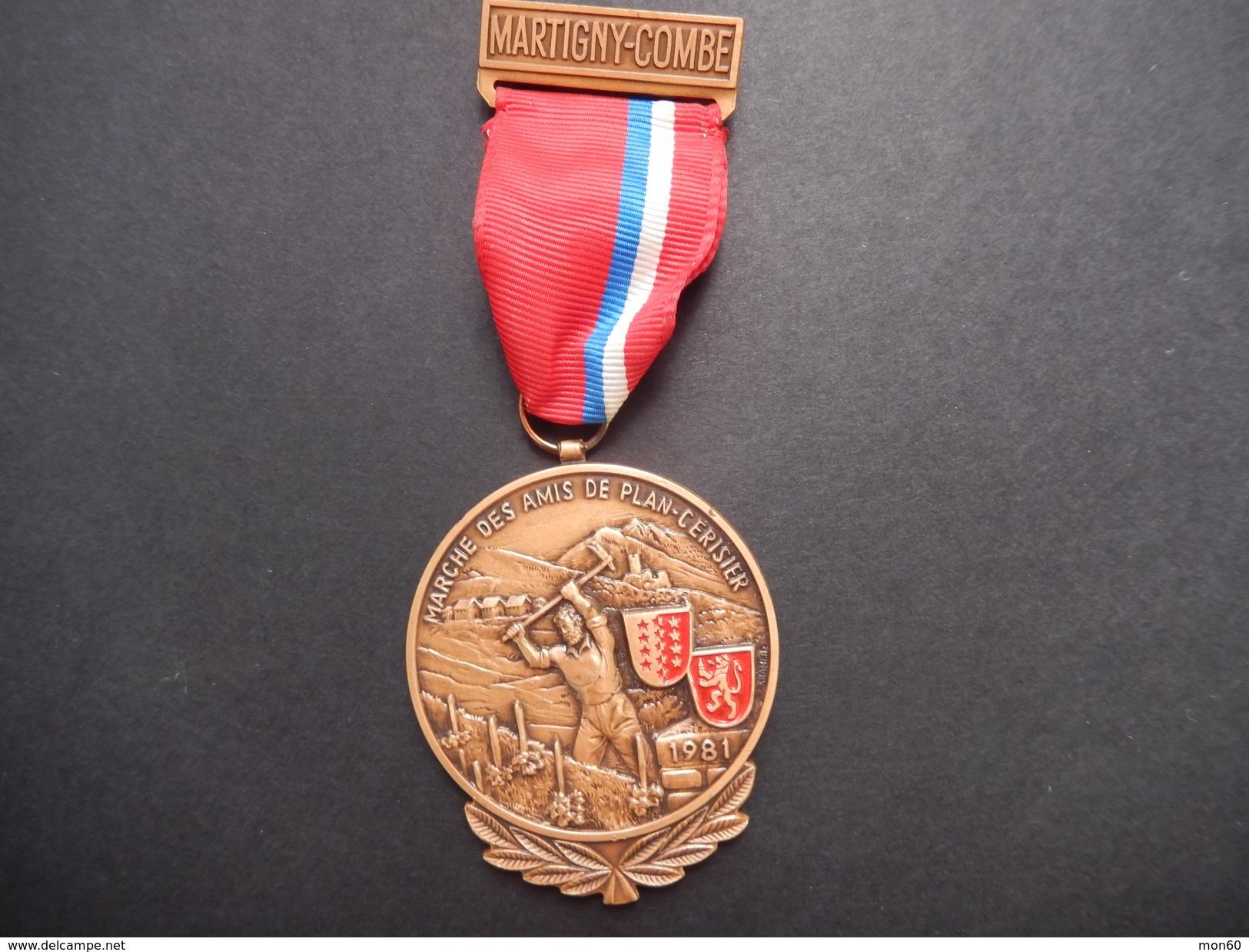 Medaglia Svizzera Martigny-Combe - Marche Des Amis De Plain-Cerisier - ME67 - Non Classificati