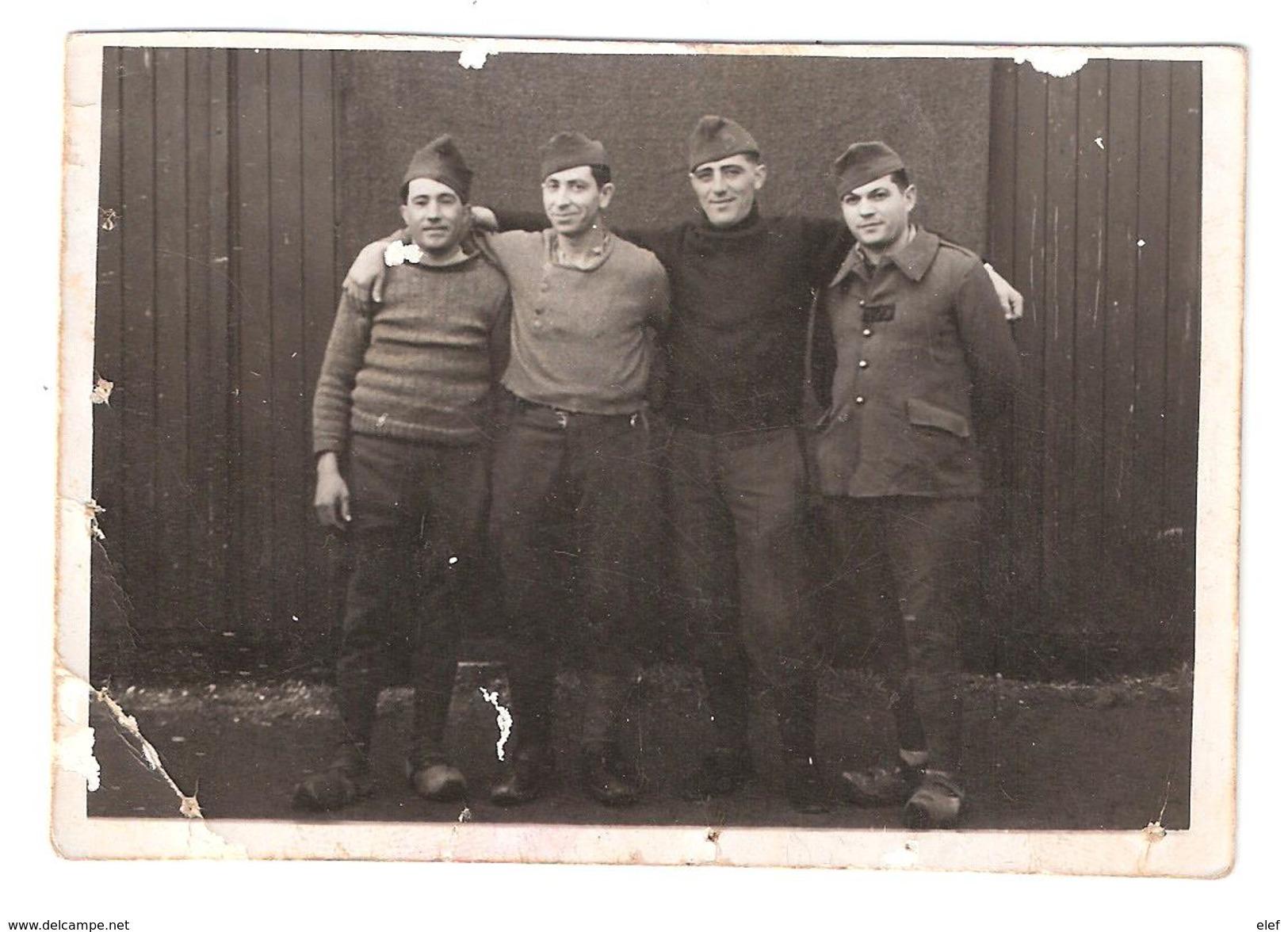 Photo Originale De 4 Soldats Prisonniers De Guerre ( 1939- 1945 ), STALAG VI H ( Arnoldsweiler / Düren ) RARE - Guerra, Militari