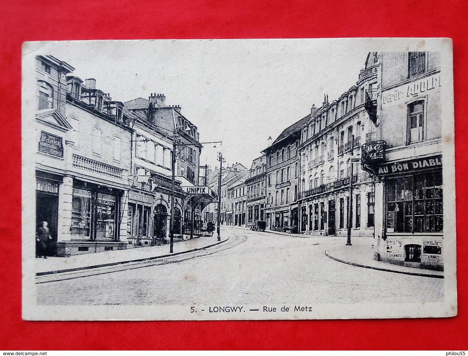 Cpa 54 LONGWY  Anime   Rue De Metz     Top Commerces, SOCIETE GENERALE WWII ( On Mange Des Choux Navets) - Longwy