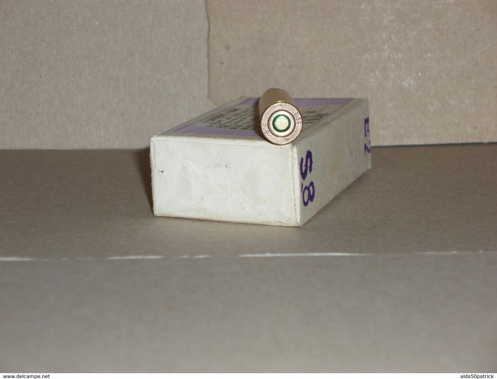 Boite De 8 Cartouches De 7,5 Mm à Blanc Non Ouverte Mle 1930 Pour FM + Une Cartouche Du Mème Lot. - Armes Neutralisées