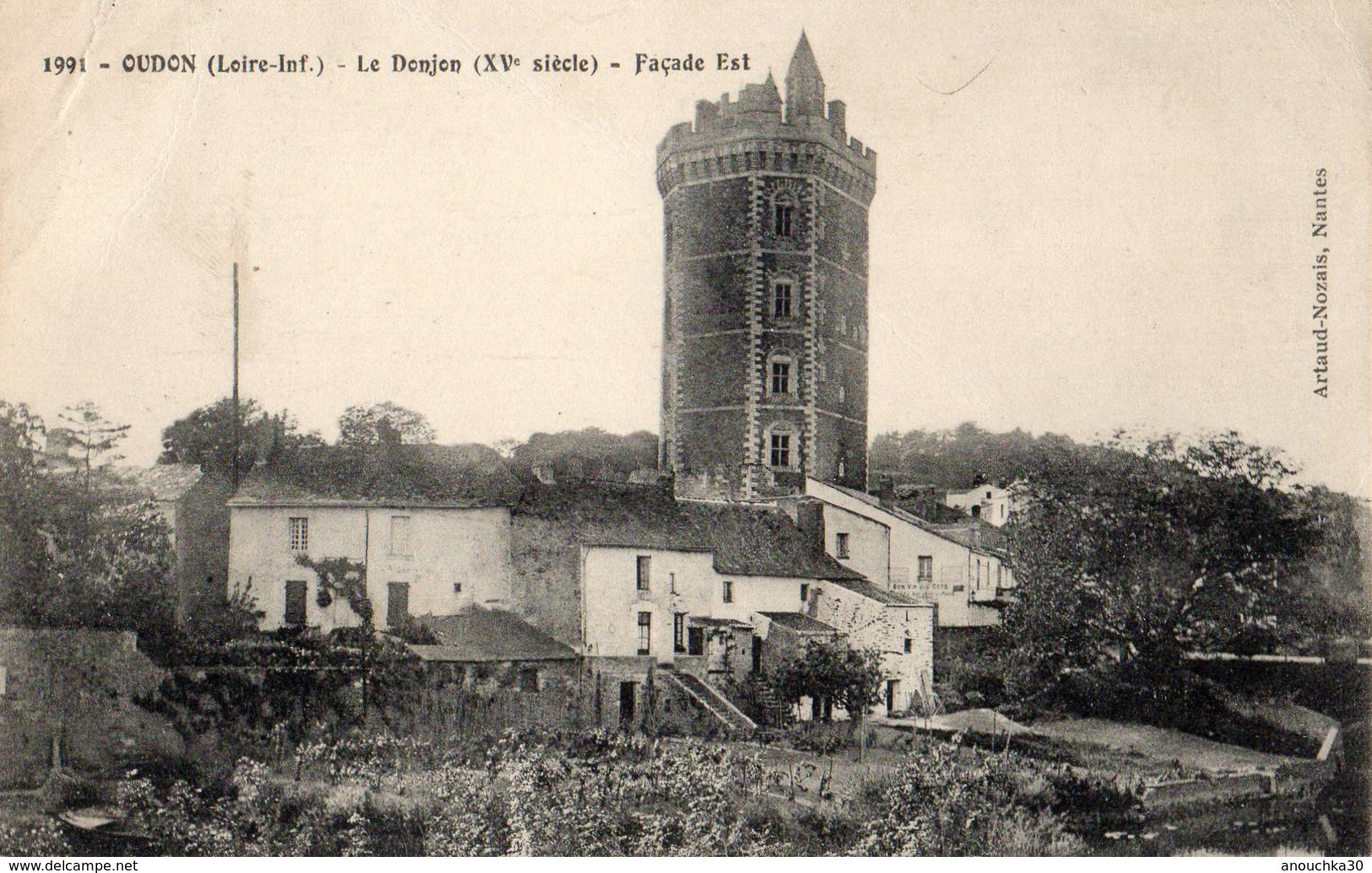 44 - OUDON -LE DONJON FACADE EST - Oudon