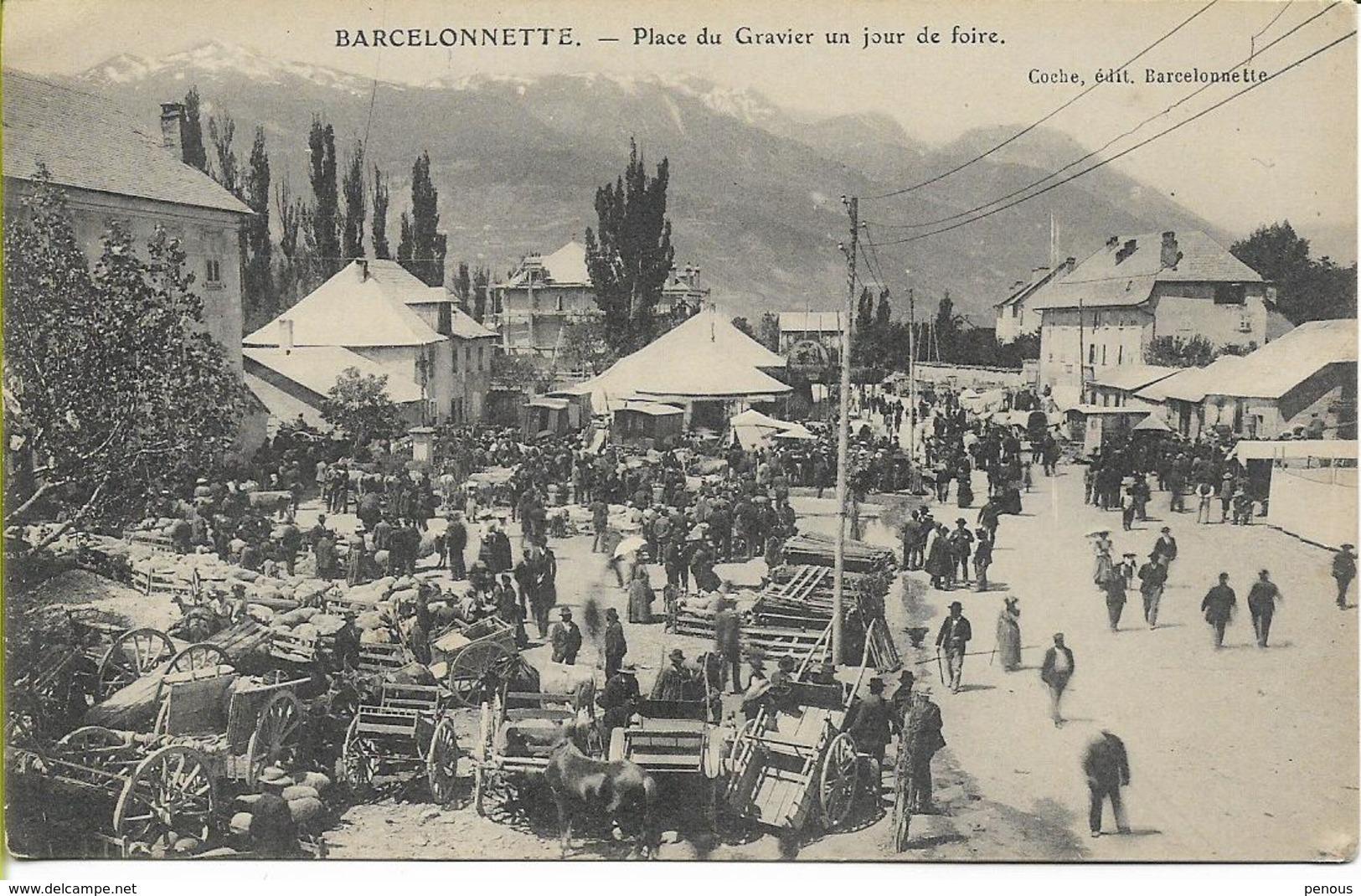 BARCELONNETTE  Place Du Gravier Un Jour De Foire - Barcelonnette