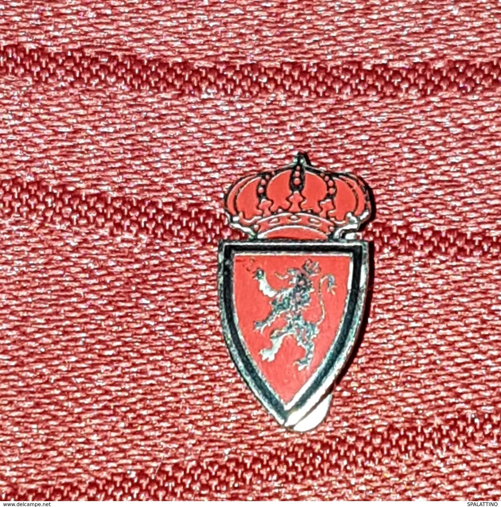 REAL ZARAGOZA CF, ORIGINAL VINTAGE BUTTOHOLE PIN, BADGE, SPAIN ESPAÑA - Fútbol