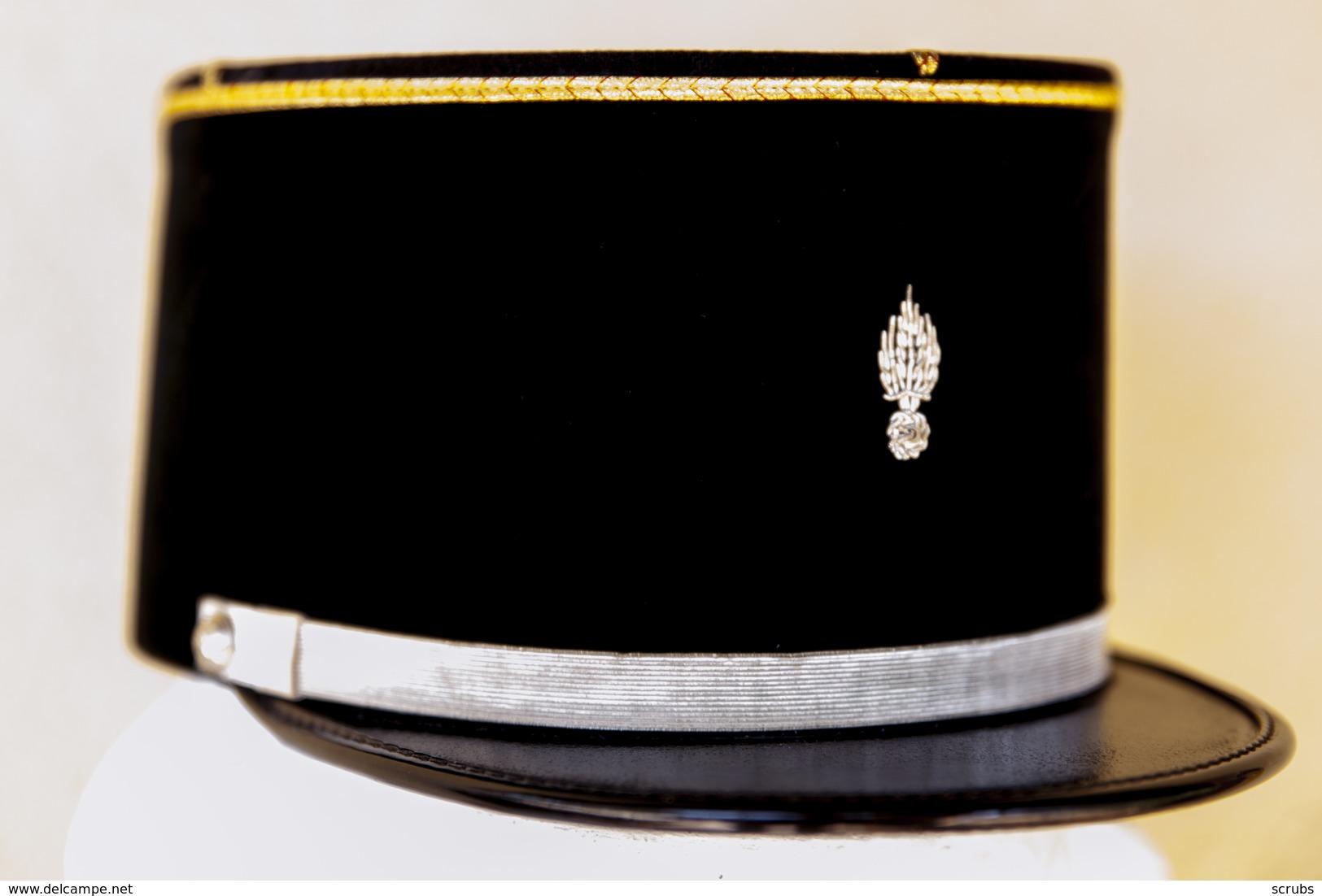 casques coiffures k pi sous off sapeurs pompiers pas tr s courant. Black Bedroom Furniture Sets. Home Design Ideas
