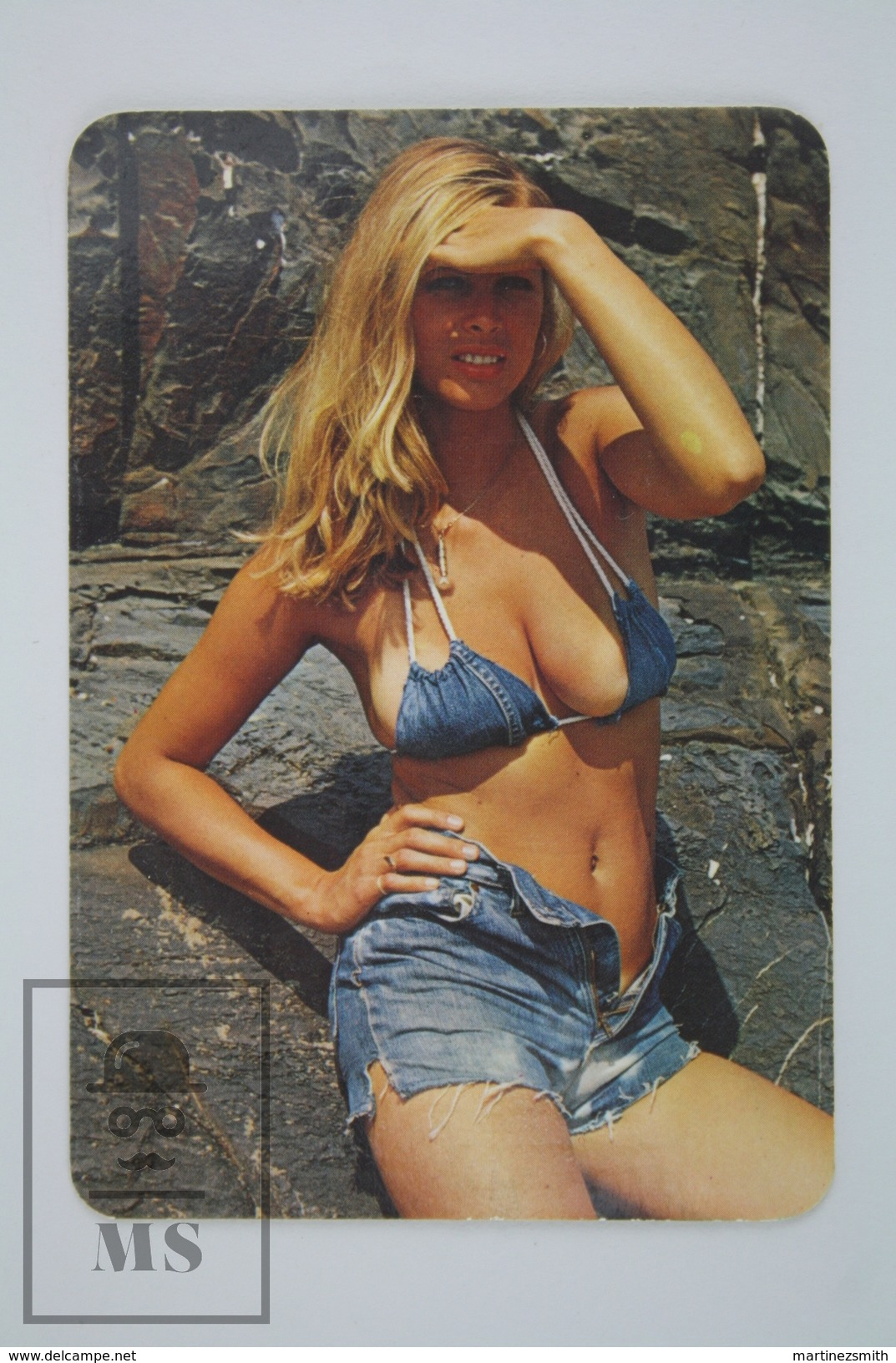 1975 Small/ Pocket Calendar - Sexy Blonde In Short Jeans - Calendarios
