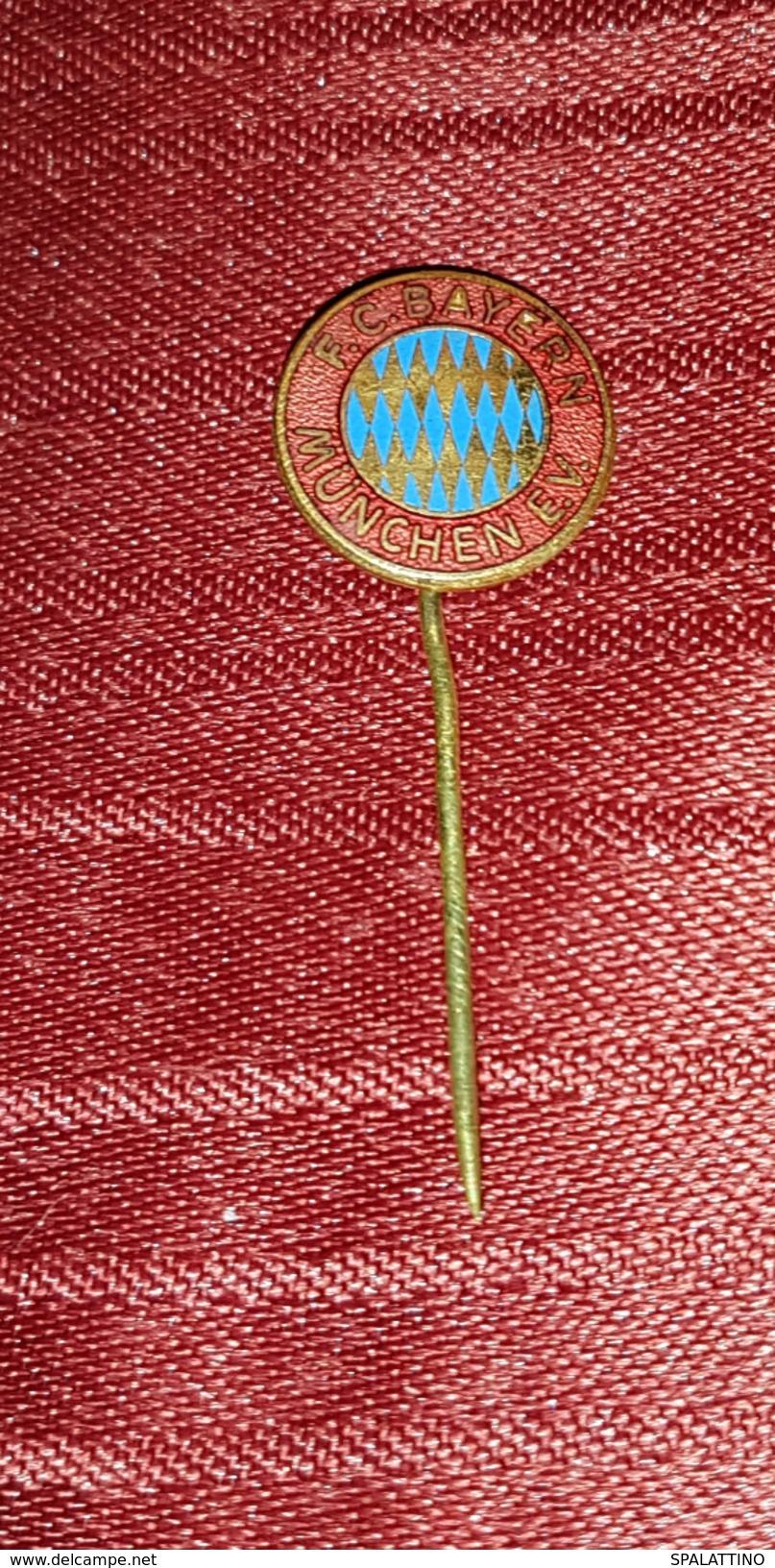 FC BAYERN MÜNCHEN, VINTAGE ENAMEL PIN BADGE - Fussball